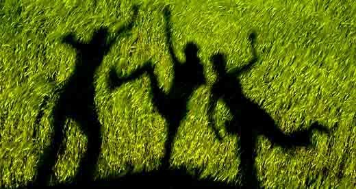play shadow games with childre