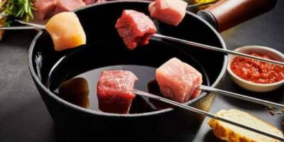 Make meat fondue with oil