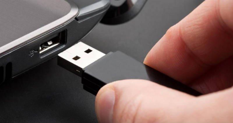 format a USB flash drive