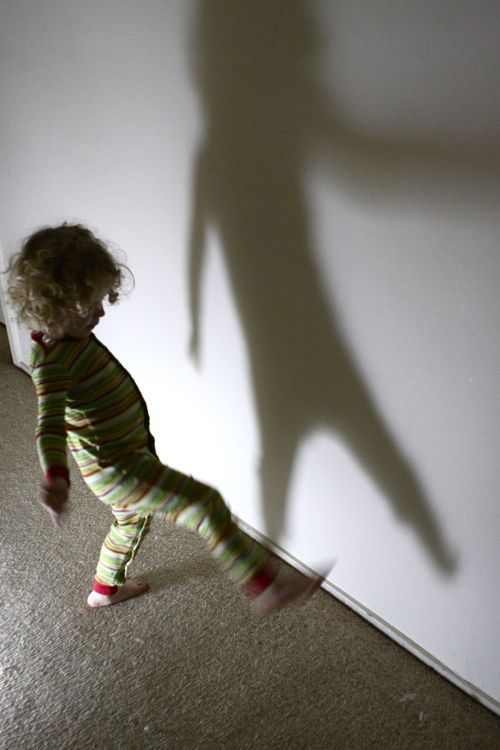 play shadow games with children
