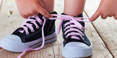 teach a child to tie their shoelaces