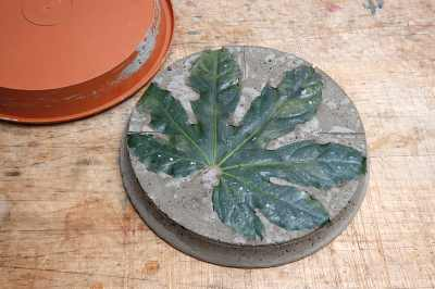 create decorative stepping stones