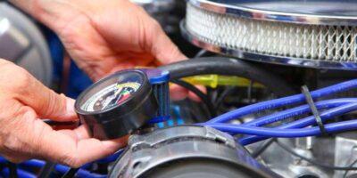 adjust a carburetor on a car