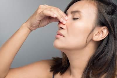 How to stop nose bleeds