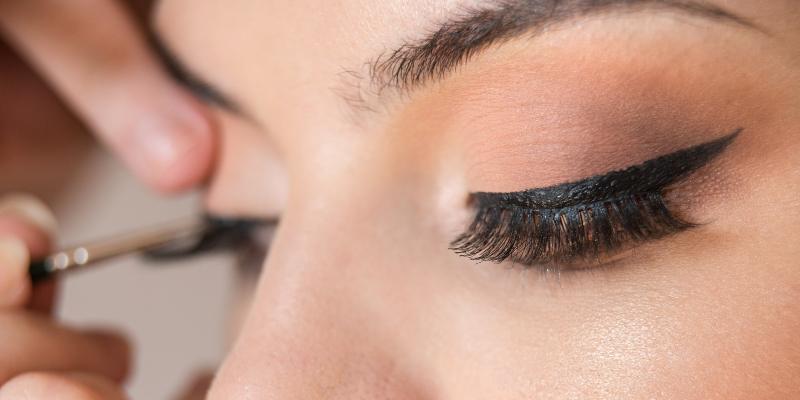 how to put on fake eyelashes (1)
