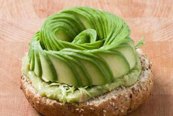 make an avocado rose