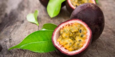 how to eat passionfruit